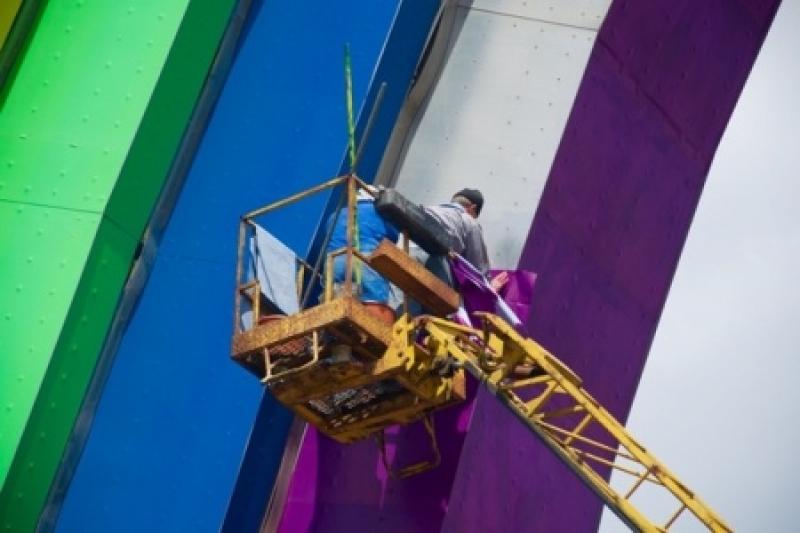 Гей, патриоты! Арку дружбы Народов в Киеве раскрасили в цвета ЛГБТ