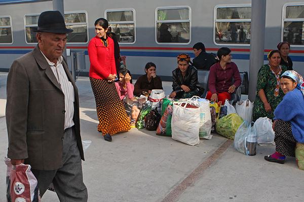 Нет хлеба и муки: из Туркмении начали выезжать жители