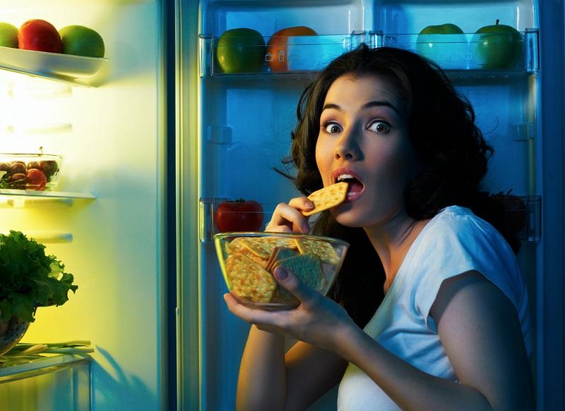 Жор после 18:00! Медики назвали 5 продуктов, которые можно и нужно есть на ночь.