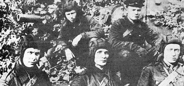 22 подбитых вражеских танка за 30 минут — как танкист Колобанов унизил Третий рейх