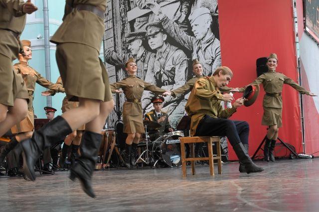 Путин поздравил с юбилеем ансамбль Российской армии им. Александрова