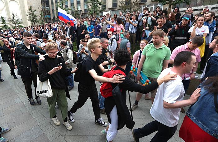 В России введут наказание за вовлечение подростков в протесты. Что это изменит?