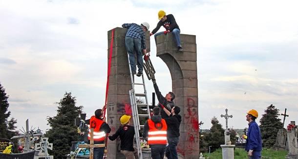 В Польше демонтировали памятник УПА