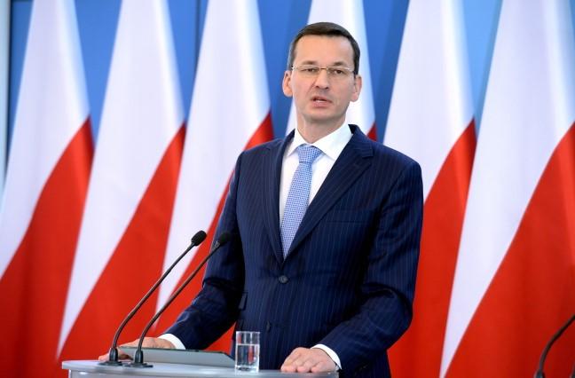 Едва вступив в должность, новый польский премьер обрушился на Украину и ЕС