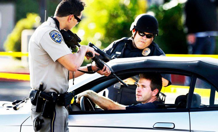 Что сделают полицейские США, если вы закроете перед ними дверь