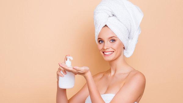 Не подошел кондиционер для волос? 8 полезных способов его применения в быту