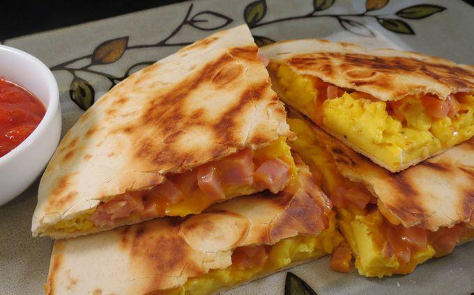 «Ёка» — сырный омлет в лаваше