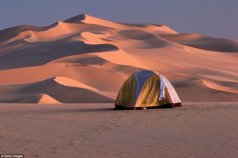 Если вы ищите истинное уединение, то белые дюны Сахары - лучший выбор кемпинг, мир, опасность, отдых, палатка, путешествие, турист, экстрим