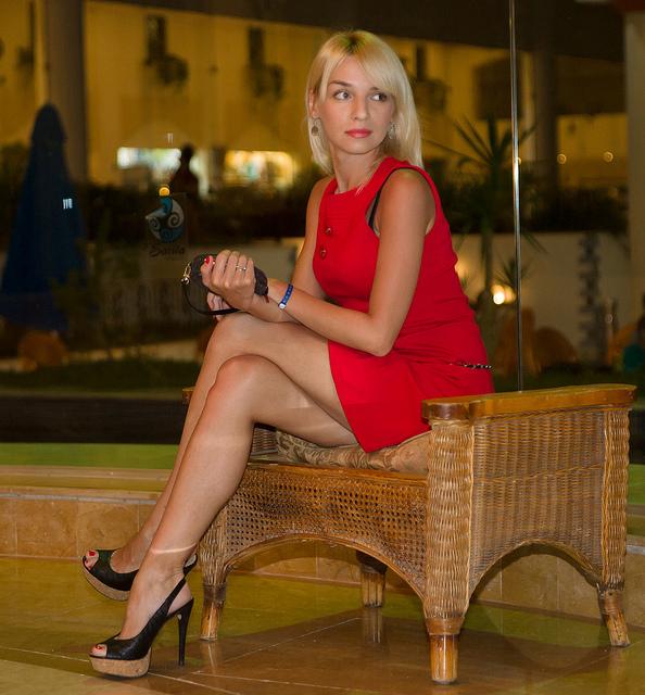 Ирина круг соблазняет ножками фото 241-378