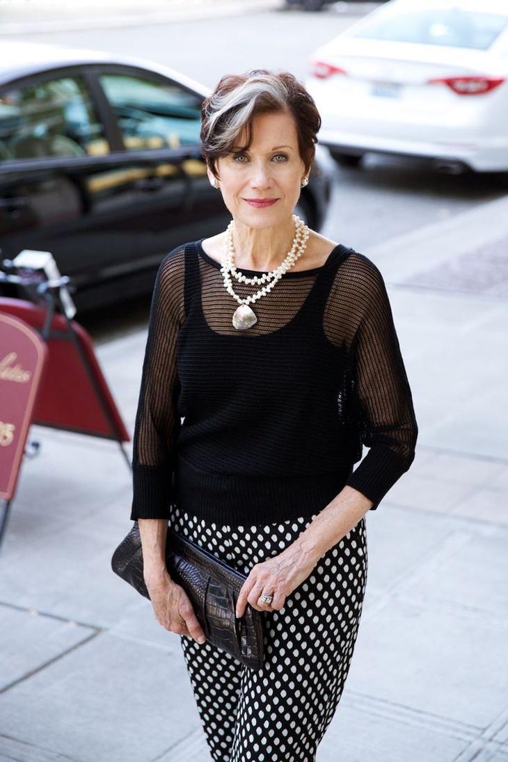 """3 """"кита"""" гардероба женщины за 50 — стильные образы с блузками, юбками и брюками"""