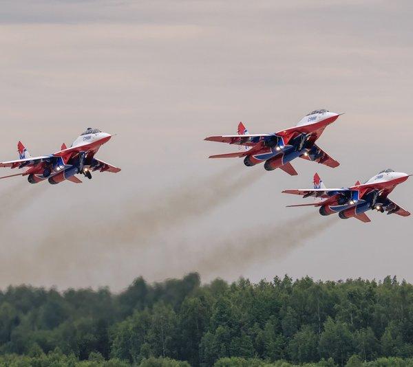 «Иностранцев поверг шок»: Старенький МиГ-29 превзошёл все новейшие F-35 взлетев «вертикально в небо»