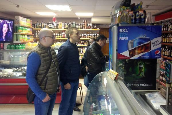 """Активисты """"Единой России"""" провели антиалкогольный рейд в Нижнем Новгороде"""