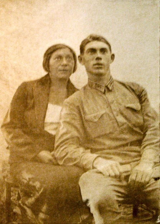 Н. Гастелло с женой. 1934