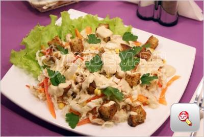 Салат с курицей и сухариками. Пошаговый кулинарный рецепт с фотографиями приготовления салата с курицей и сухариками