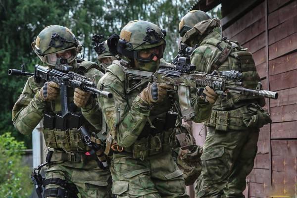 На учениях спецназ отработал ликвидацию колонны боевиков