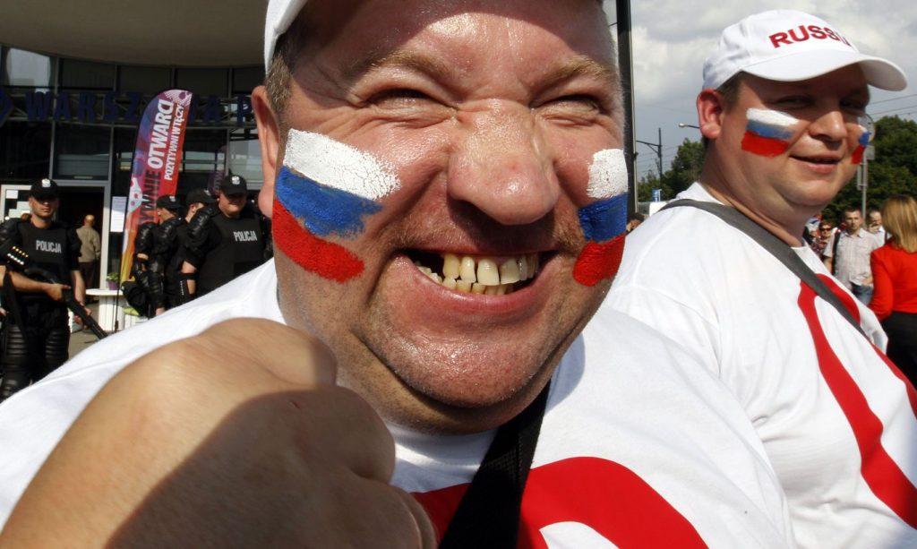 Несколько русских мужчин рас…