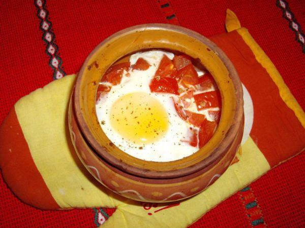 Запеченный с овощами в горшочке сыр по-шопски