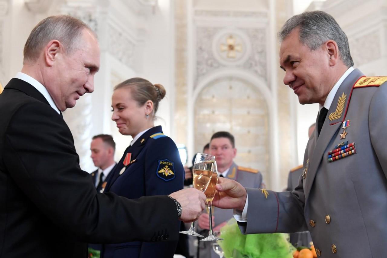 Никогда ещё россияне не жили…