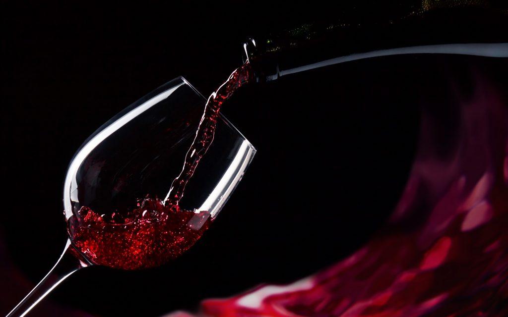 Новое исследование: «Бокал красного вина равен 1 часу занятий в тренажёрном зале»