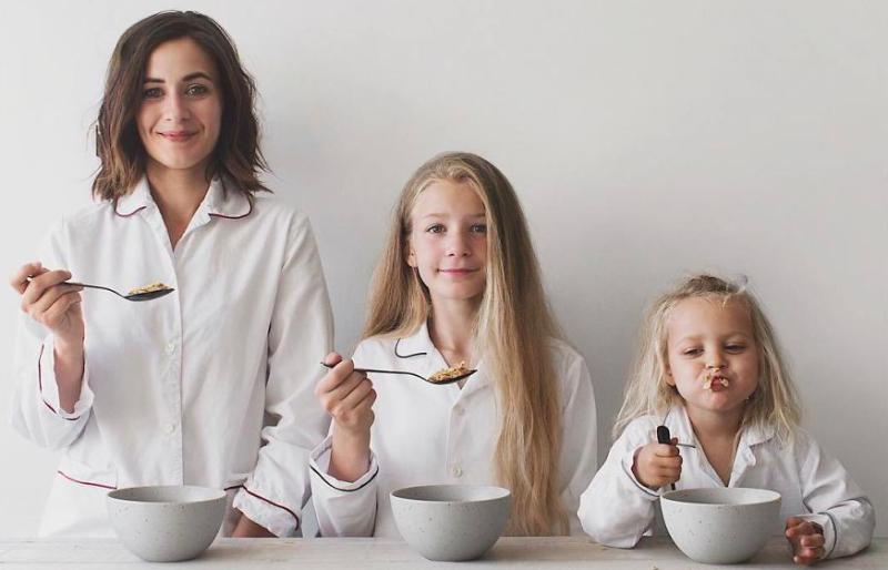 «Ctr+C — Ctr+V»: мама и дочки умиляют Instagram фотографиями в одинаковых образах