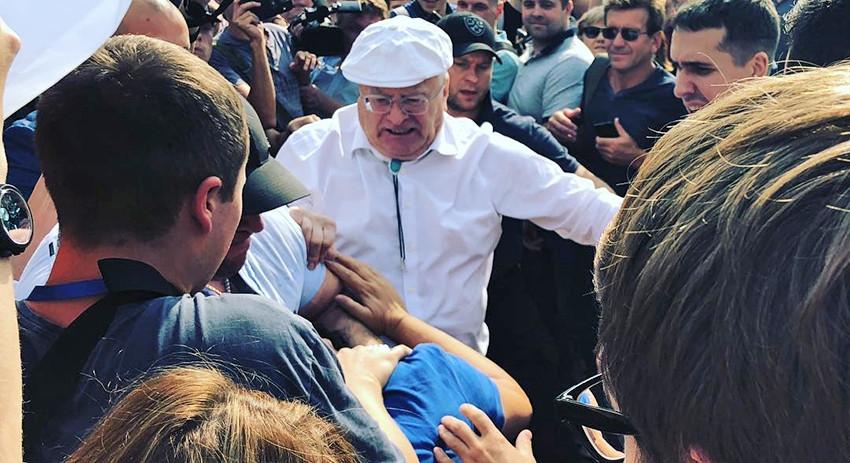 Жириновский и его охрана избили противника повышения пенсионного возраста