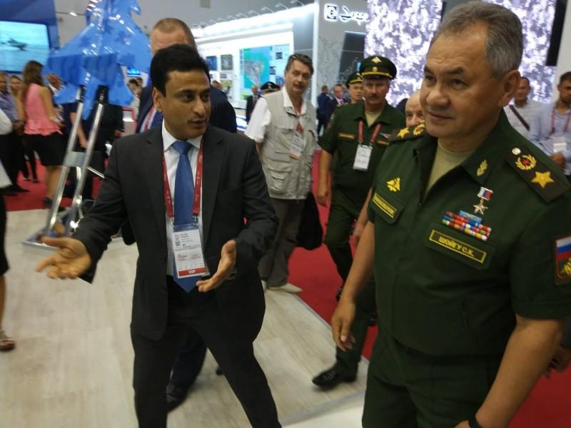Сергей Шойгу посетил стенд российско-индийской компании BrahMos Aerospace на форуме «Армия-2018»