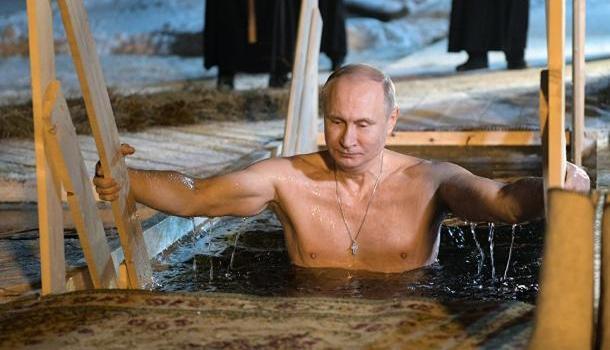 Владимир Путин окунулся в прорубь на Селигере