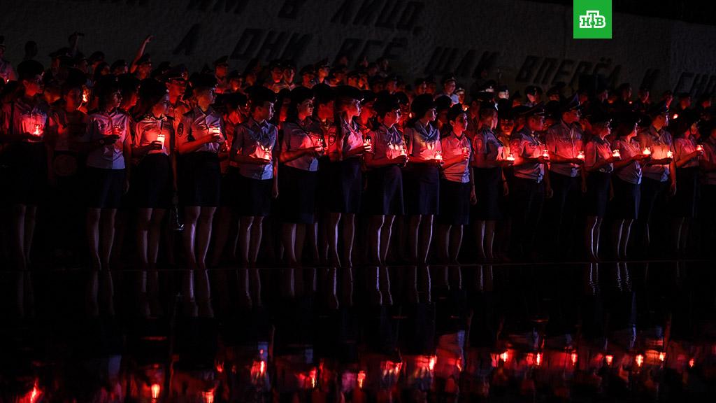 Россияне зажгли свечи в память о начале Великой Отечественной войны