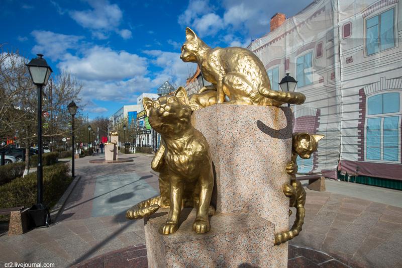Памяти мохнатых бойцов. Сквер сибирских кошек в Тюмени