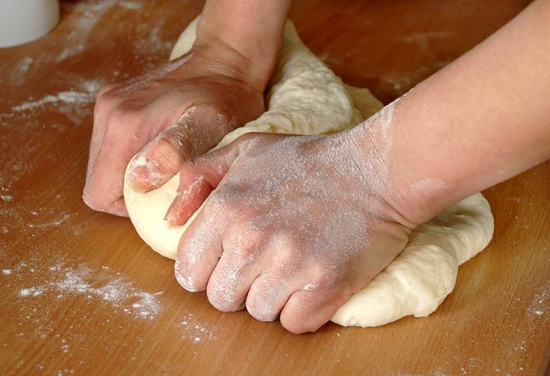 как месить тесто