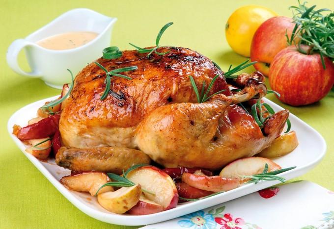 Курица с курагой и яблоками