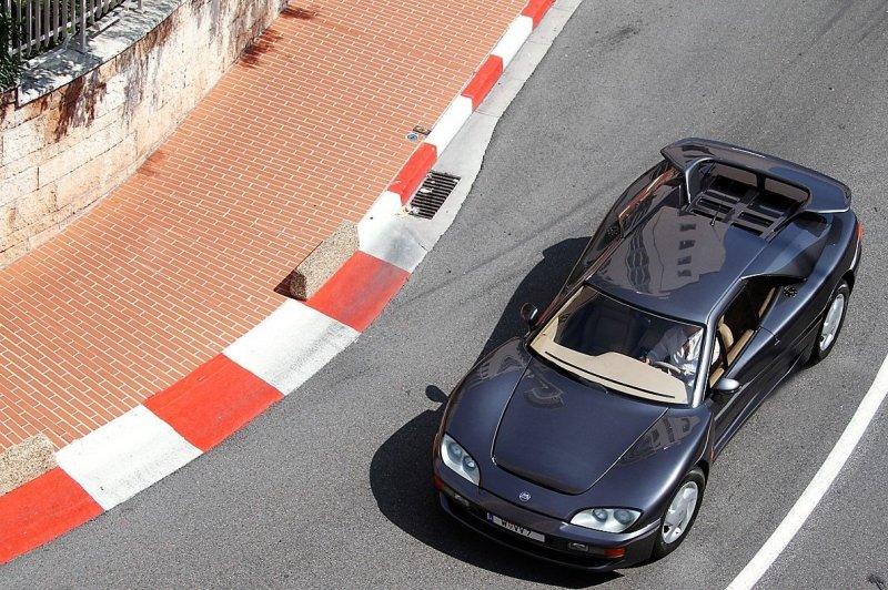V12, пневма, полный привод: Mega Track или суперкар по-французски