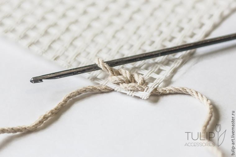 Вяжем очаровательный коврик по канве: мастер-класс
