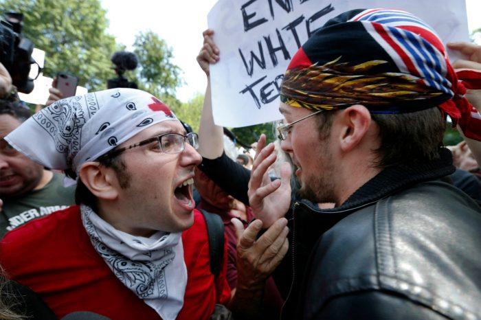 """Марш """"Против ненависти"""" vs митинг """"За свободу слова"""""""