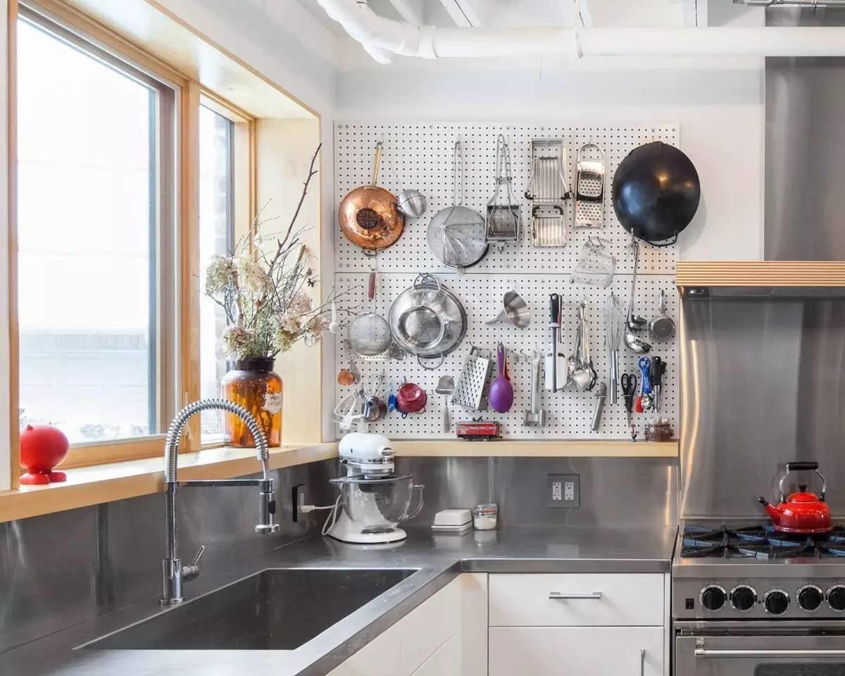Компактное хранение посуды в…