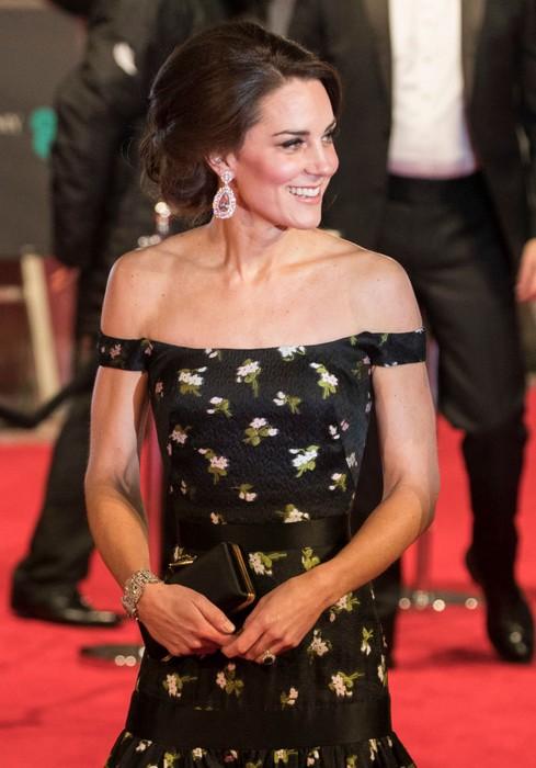Цена королевского стиля --10 самых дорогих нарядов Кейт Миддлтон за этот год