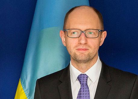 Яценюк попросил США и ЕС заморозить все банковские счета и транзакции России