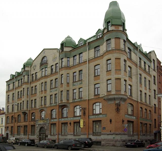 Только на один день простых смертных пустят поглазеть на интерьеры заповедных зданий Петербурга