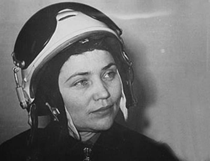 Знаменитая летчица Марина Попович