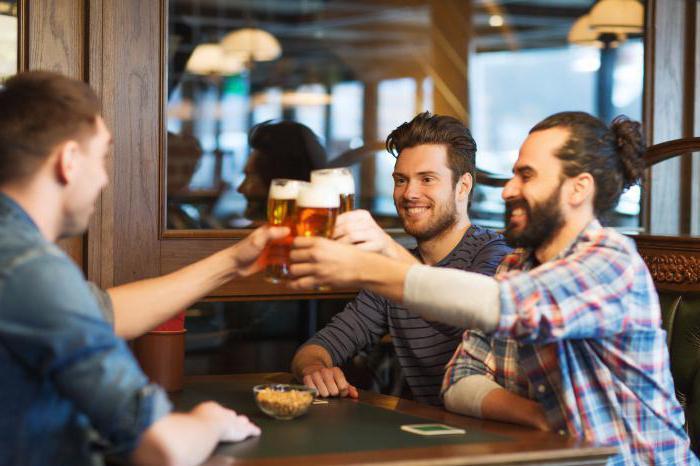муж пьет с друзьями