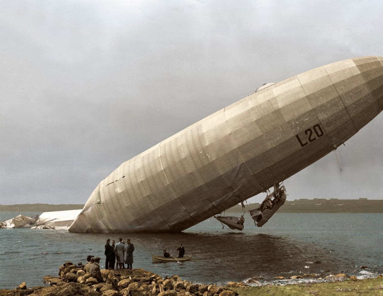 """Немецкий дирижабль """"Цеппелин LZ 59"""" (военно-морское обозначение L 20) после атаки на английский регион Мидлендс архивное фото, колоризация, колоризация фотографий, колоризированные снимки, первая мировая, первая мировая война, фото войны"""
