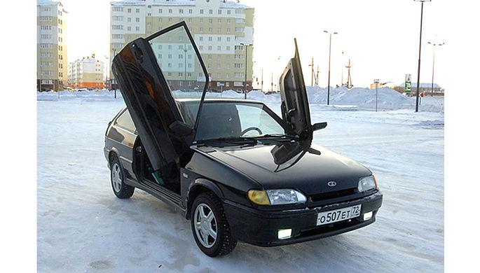 На Ямале местный житель ездит по улицам на гибриде Lada и Lamborghini