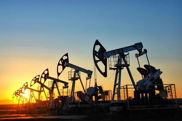 Цена барреля нефти Brent превысила отметку 53 доллара впервые с 25 мая