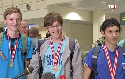 Собянин поздравил победителей олимпиад по физике и математике