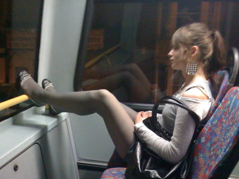 Подглядывание фото в общественном транспорте