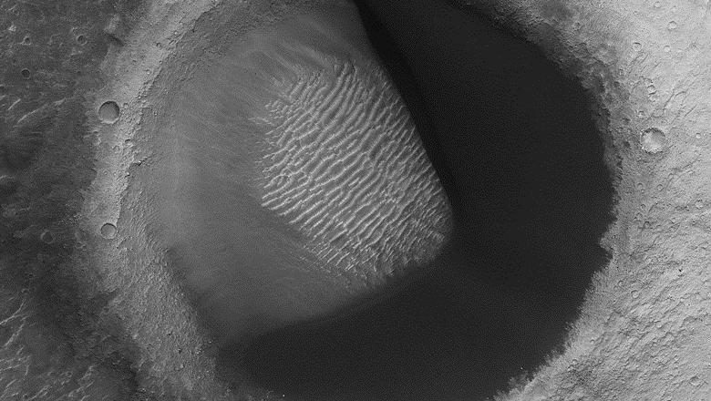 На Марсе обнаружили необычный кратер