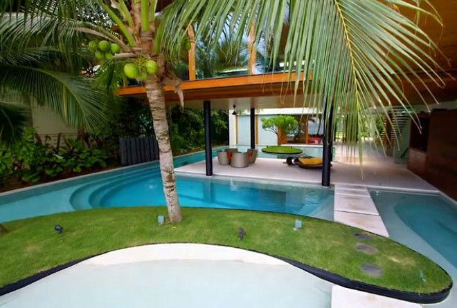 В этом доме все гости стремятся попасть в место, которое скрыто под бассейном