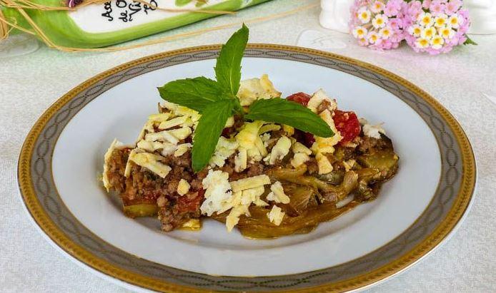 Запеканка из баклажанов с мясным фаршем и помидорами. Фотография рецепта