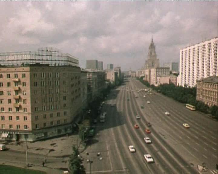 Путешествие по Москве. К Лужникам через Девичье поле