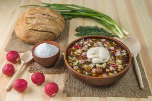 Редис, зеленый лук и горчица. Готовим летнюю окрошку